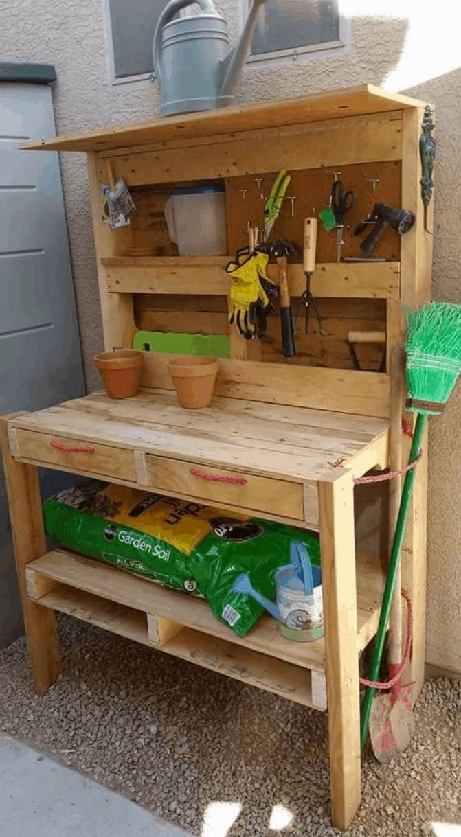 Pallet Garden Potting Bench In 2020 With Images Pallet