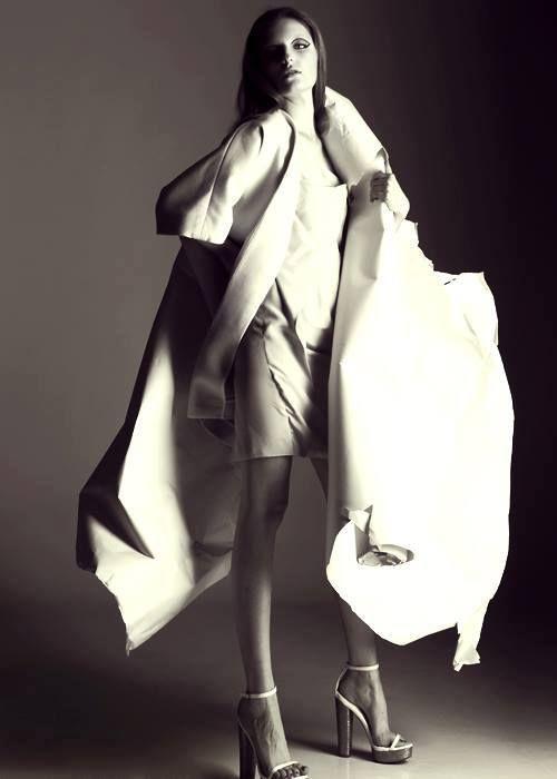 Dress: Boska by Eliza Borkowska FOT: Maciej Nowak MUA&HAIR: Raff Zur MOD: CARO // GAGAMODELS STYL: Difriperi