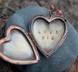 ~ <3 Love BIG <3 ~: Vintage Heart, Heart Lockets, Happy Day, Lockets Necklaces, Valentines Day, Charms Bracelets, Big Girls, Frames Wall, Bracelets Charms