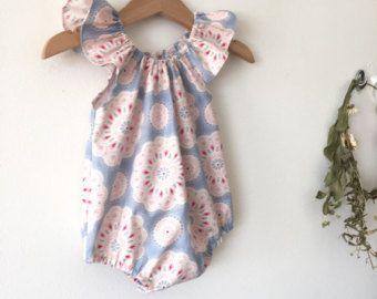 Mameluco de niñas, bañadores bebé, bebé Playsuits, traje de verano, mameluco del Flutter con Doillies luz azul del bebé