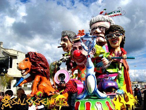 Uno dei carri allegorici del Carnevale di Corsano, edizione 2012.