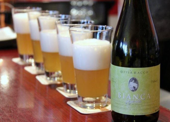 #Boisson fraîche pour l'été : la #bièreArtisanale #italienne   Top 10 des meilleures #bières. http://www.gusto-arte.fr/voyages-saveurs/boisson-fraiche-pour-lete-la-biere-artisanale-italienne/…