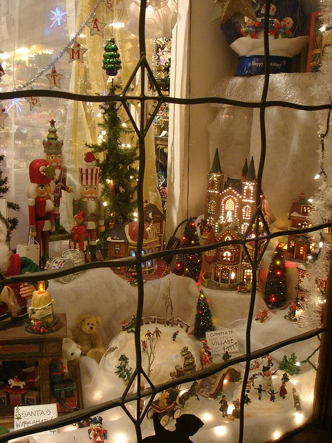 Solvang Christmas Shop Window in California (Photo by OneTry, via Flickr)