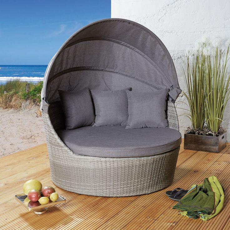 Diese schöne Strandmuschel lockt uns raus in den Garten.. Kuschelige große Kissen und das faltbare Sonnendach laden zum gemütlichen Verweilen ein...