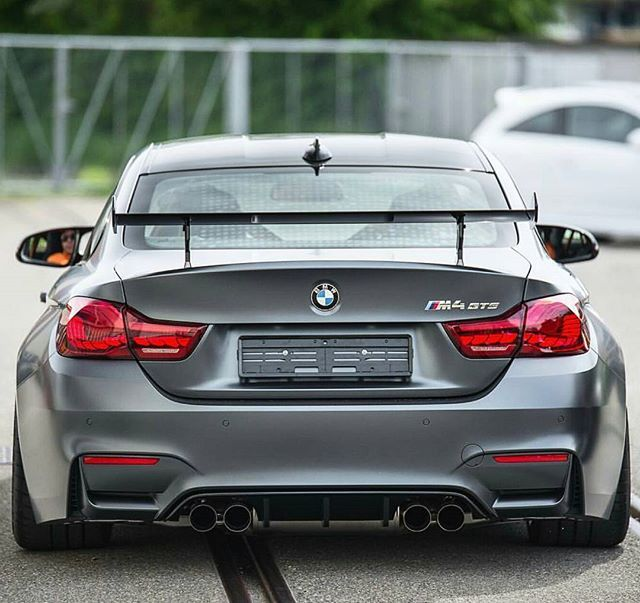 Booty ///M4 GTS @srs_swissrichstreets Follow for more ➡️@bmw_mpoweer