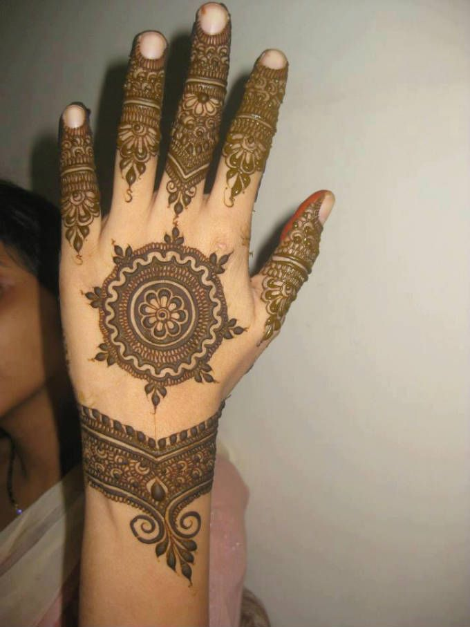 Bombay-Style-Mehendi-Designs-8.jpg (680×907)
