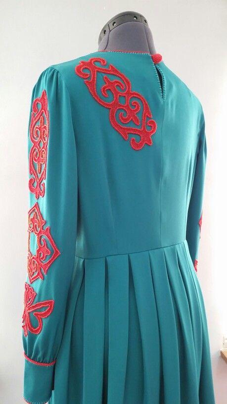 Платье с орнаментом, вышитая чешским бисером. Цена $ 150