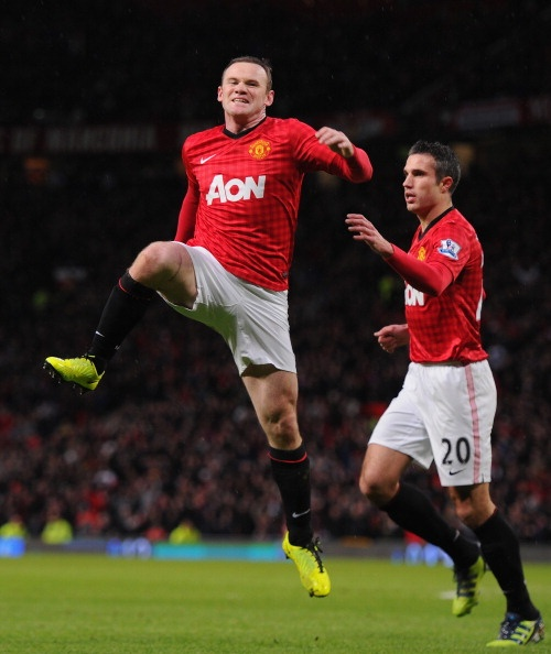Why is Rooney jumping and not RVP? Because Rooney is better and he score to goal
