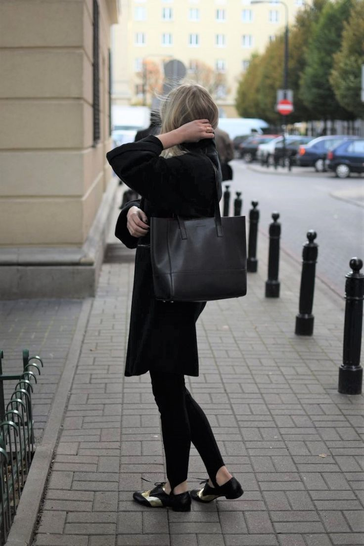 Black coat. Simple. Street Style. Every Style www.everystyle.pl