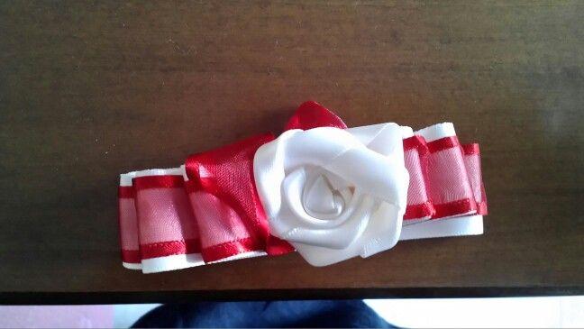 Rosa fatta con nastro di raso