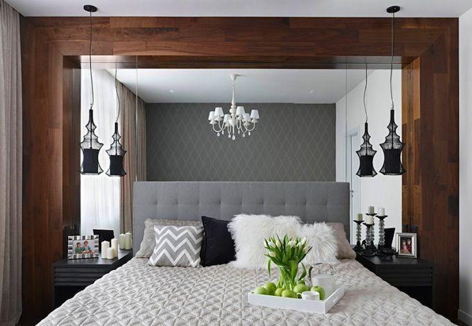 Зеркальная стена в маленькой спальне