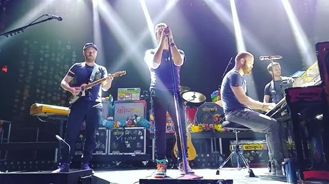 """Coldplay covering John Lennon's Imagine on the night of the Paris attacks is something of a thing of beauty • #qotd """"If you love me won't you let me know"""" ~ Violet Hill 🎵 • #Coldplay #chrismartin  #guyberryman #willchampion #jonnybuckland #coldplayaheadfullofchrismartin"""