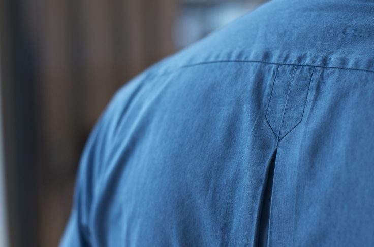 MD showing us the tailors (inverted) pleat detail on a Cleeve of London for Drake's denim shirt.