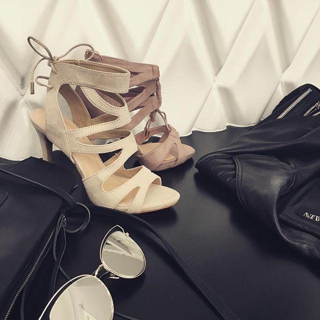 Sandały #nude i #rosequartz to nasz HIT 💕 a co Wy o nich myślicie dziewczyny? #vices #vicestag #vicesgirl #vicesshoes #fashion #shoeswag #shoesmood #shoesaholic #instaphoto #instaheels #fallinlove #polishgirl #polishblogger #ontop #luxuary #balenciaga #dior #mirror #balmain #fashionista