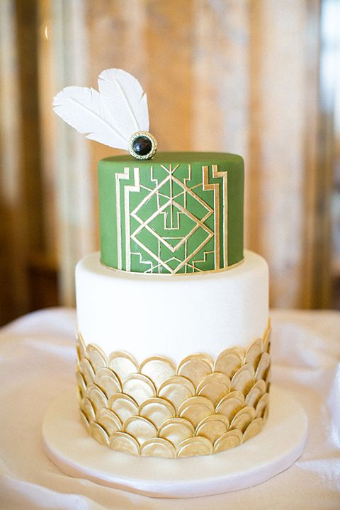 Sara Elizabeth Cakes & Sweets: Great Gatsby Cake & Wedding Shoot: Plus a Fondant Sugar Brooch Tutorial. Green, Gold, and White Wedding Cake, as featured on http://LeMagnifiqueblog.com www.facebook.com/saraelizabethcakesandsweets