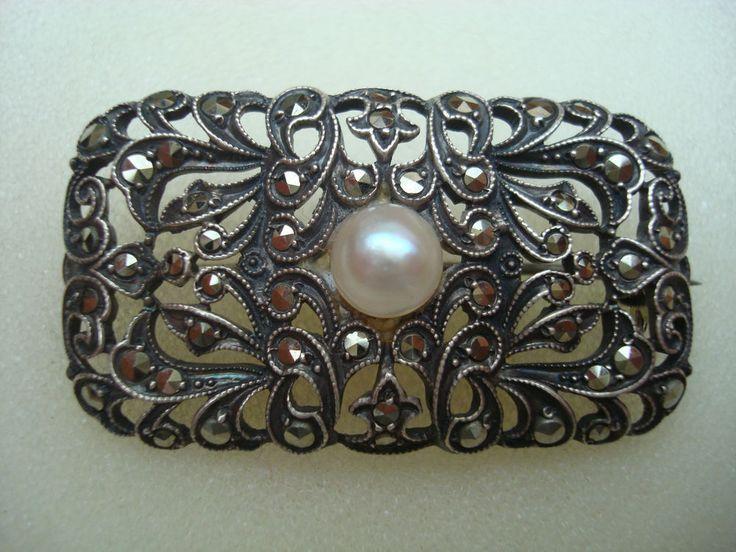 Klassische Brosche mit Markasit Silber Perle getaucht in Perlmutt Art Nachlass