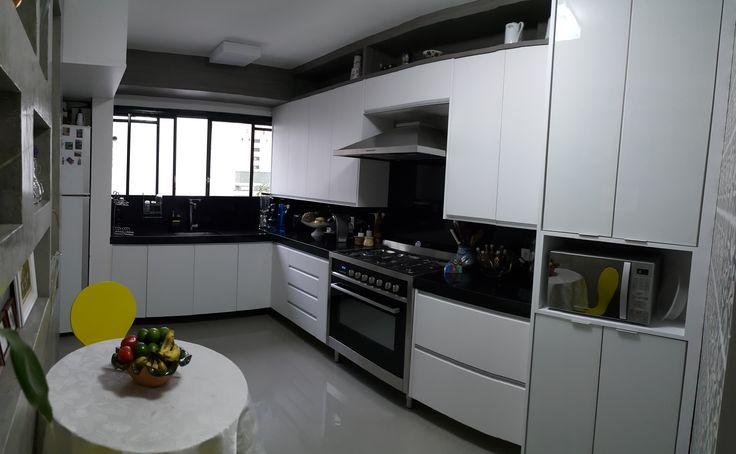 7 #cozinha preto e branco#geladeira ao lado da pia#cimento queimado#dry wall# # Azulejo Cozinha Horizontal