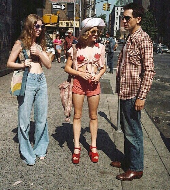 "Goodnight y'all 🐥 here's a young Jodie Foster (pink top) in the movie ""Taxi Driver, 1976"" #vintage #fashion #style"