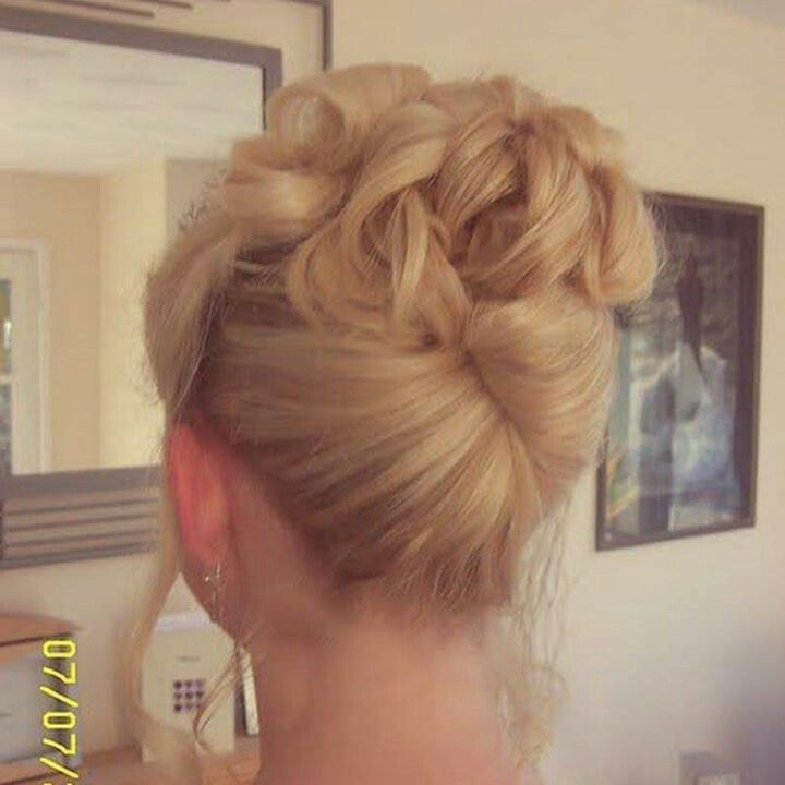 French Twist with Curls   French twist and curls