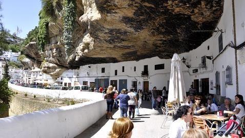 #Setenil de las bodegas, #Cádiz, uno de los pueblos más bonitos de #Andalucía, según la revista ¡Hola!