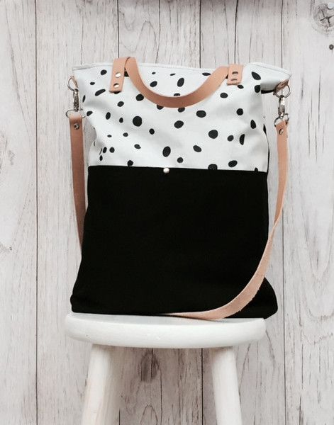 Canvastasche in Schwarz und Weiß mit Punkten, Umhängetasche mit Siebdruck, Sommer Accessoire / black and white cancas bag with dots, summer outfit made by lütt & Lang via DaWanda.com