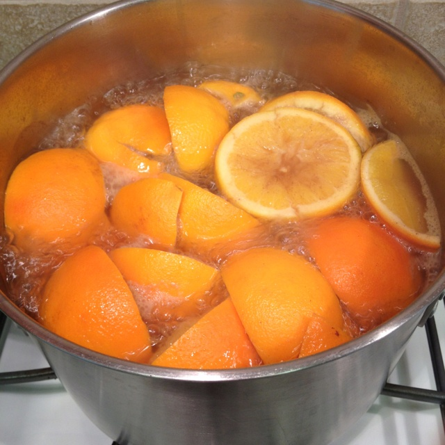 Boil orange peels and cinnamon for a festive fragrant home.