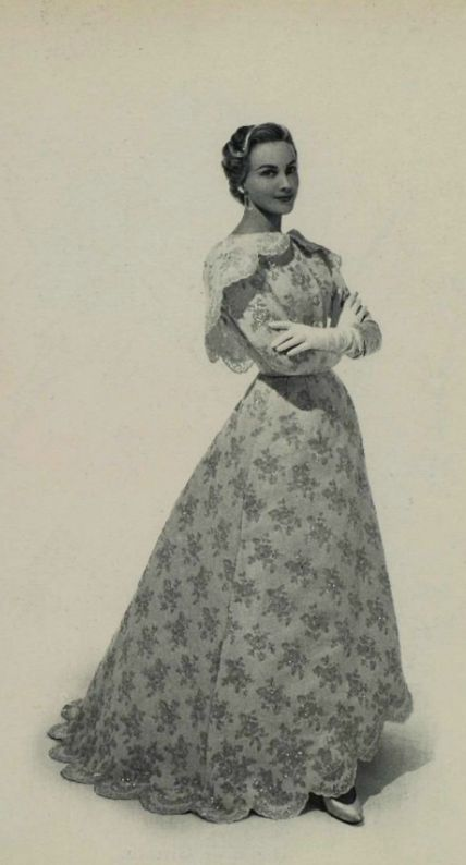 Hubert de Givenchy Evening Dress, 1954 What a collar!   ...   beautiful dress, but I love the cape collar,