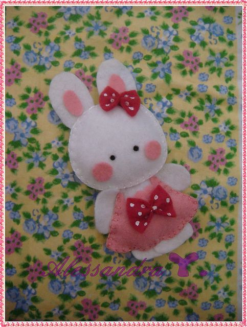 Felt Bunny (other cute felt projects here too)
