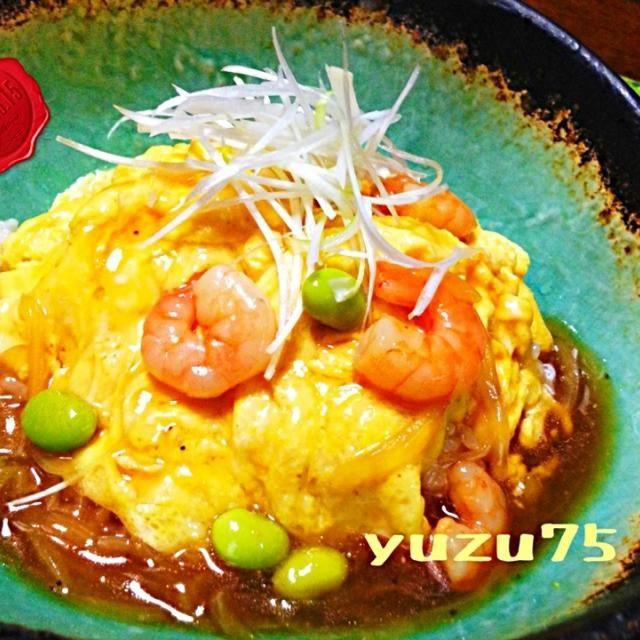 昨夜の晩御飯です。  我が家は旦那が甘めの味付けや酸味が苦手なので、砂糖、酢は使用していない、干貝ガラベースのあんです。  予想外の早い帰宅だったので、簡単スピードメニューに変更。  手軽で大好物メニューなので、お助けマンな一品です(^ ^) - 416件のもぐもぐ - ふわトロ天津飯 by yuzu75