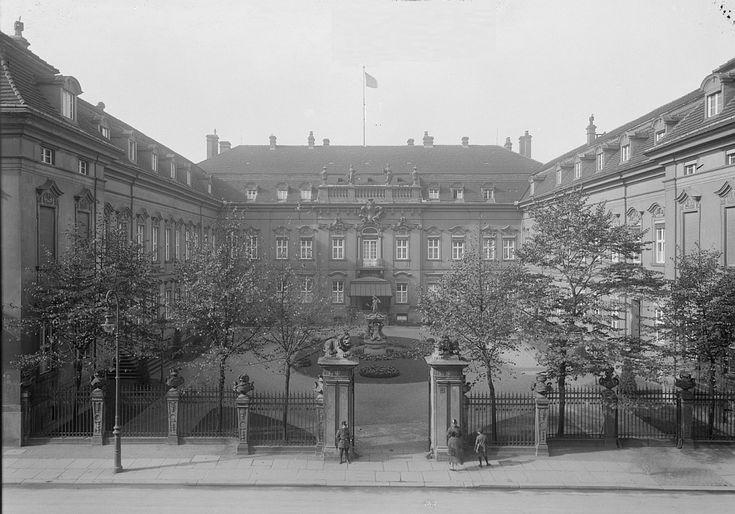 Palais Schwerin, später Reichspräsidentenpalaishttp://www.stadtbild-deutschland.org/forum/index.php?thread/260-berlin-in-alten-bildern/