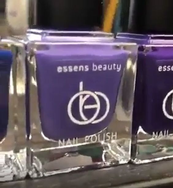 Essens Beauty - Zcela nová dekorativní kosmetika. Tu musíte mít.... http://essensclub.cz/essens-beauty-dekorativni-kosmetika/  #essensstyle #essenseurope #dekorativnikosmetika #essensbeauty #nailpolish #laknanehty #Nagellacke #řasenky #líčení #makeup #rtěnky #pudry #kosmetika #essensclub #vizazista #krasa #zivotnistyl #essensostrava