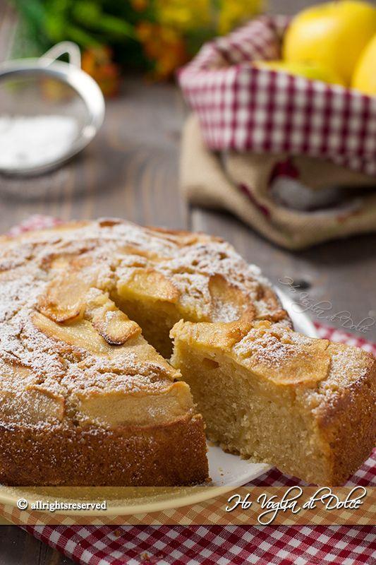 Torta di mele senza uova, latte e burro morbidissima, leggera, facile ed economica. Un dolce veloce con le mele per chi è a dieta e per chi soffre d'intolleranze.