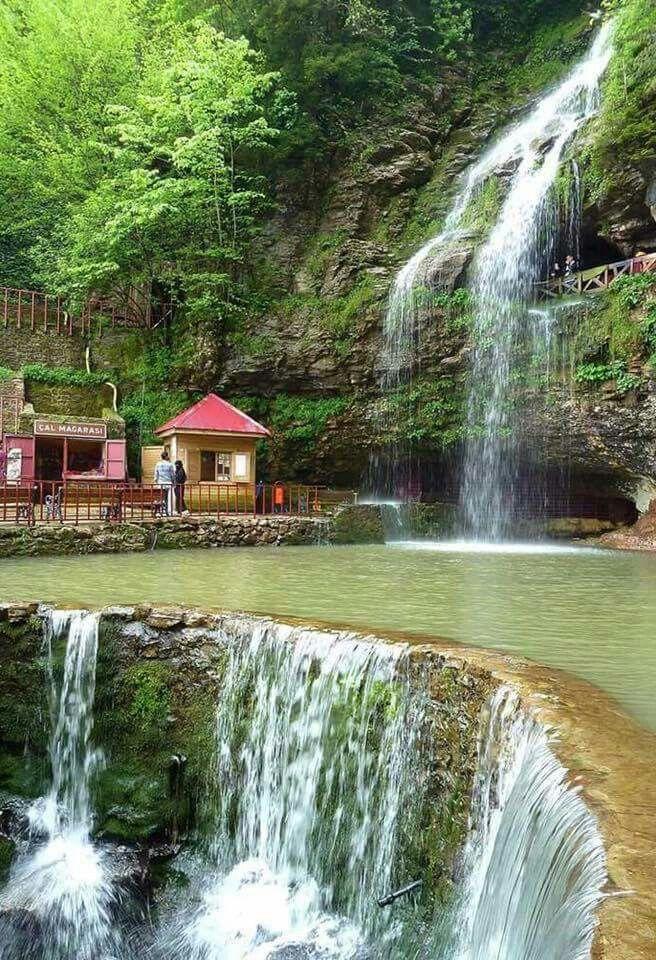 Şelalenin arkasında sakladığı muhteşem bir mağara..(Çal Mağarası Akçaabat Trabzon)