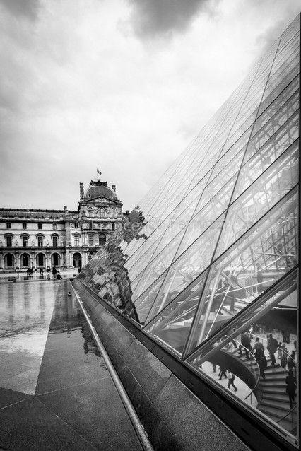 Parigi: museo del Louvre [Paris: Louvre museum] #parigi #louvre #museo #ingresso #piramide #fotografia #bw
