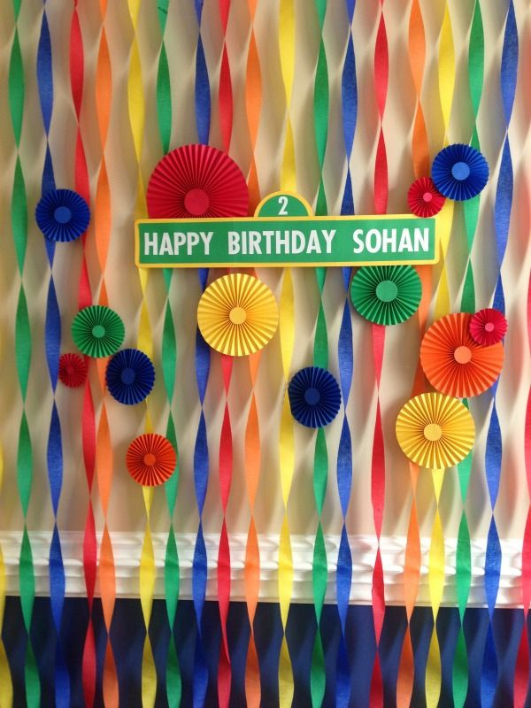 Crepe Paper and Pinwheel Backdrop for Sesame Street Party (maybe not on the wall but in a door way so kids can run in and out of it)