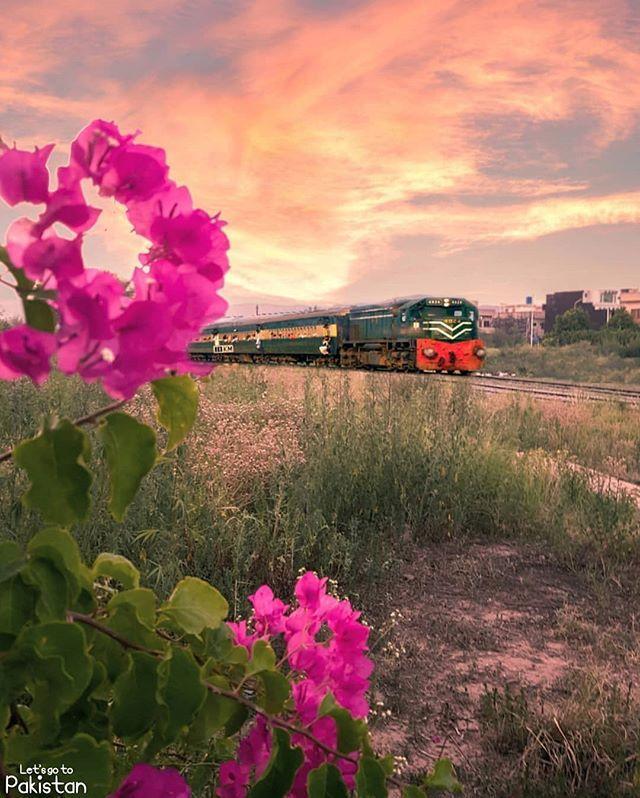Islamabad Roads: Pakistan Railways! 🔥🚂🇵🇰 . Details: Golra Sharif Railway