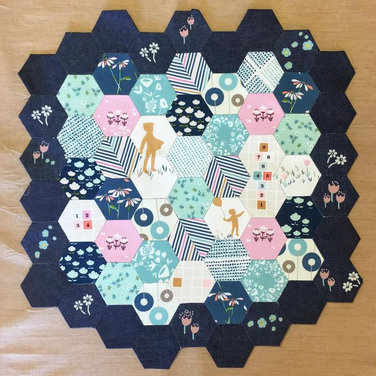 @misterdomestic always leaves us crazy in love with his projects!  . . . #hexies #miniquilt #misterdomestic #beautifulquilt #miniquilt #sewing #hexie