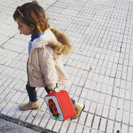 De paseo  por #gijon  #instakids #mylove #cutelittlegirl  #picoftheday #autumn #beatrixny  #shoponline #mondegreenkids #kidsshop   www.mondegreenkids.com