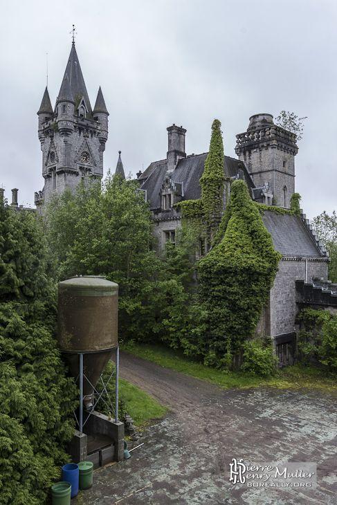 Château de Noisy Miranda en région Wallonne, province de Namur Belgique.