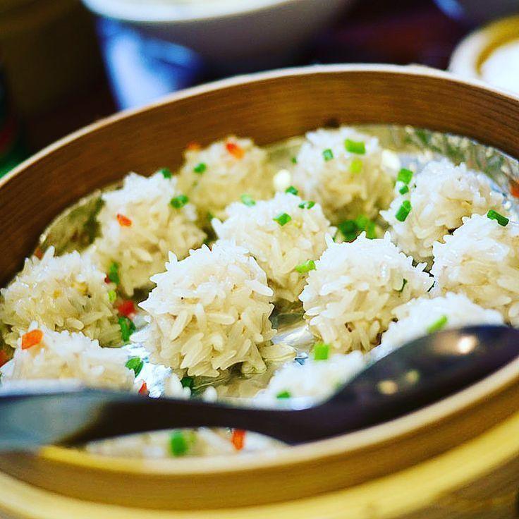Zhen zhu wan zi boulettes de porc au riz gluant à la vapeur  珍珠丸子(チンタママルコじゃないチェンジュワンズと読む) 豚団子を餅米にまぶして蒸す #chinesefoodweek #中国美食週間 #パリ #paris #cuisine