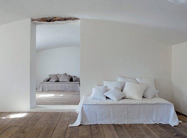 linen & wood: Riviera, Attic Bedrooms, French Interiors, Black White, White Bedrooms, Beds Linens, Côté Bastid, Design Blog, Bastid Rating