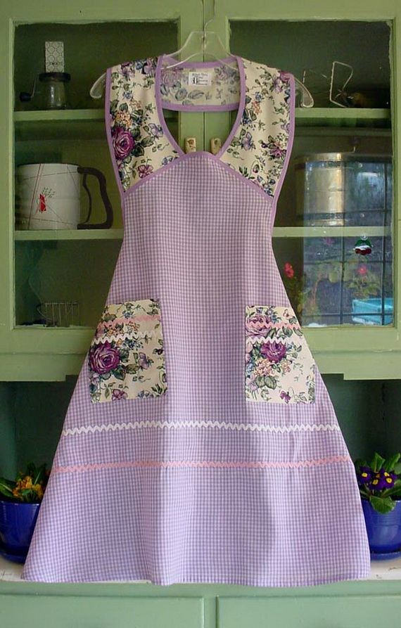 lots of different vintage style aprons