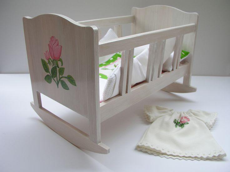 Ręcznie wykonana drewniana kołyska i koszula nocna dla lalki 36 cm | Lalinda