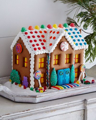 Pre-decorated gingerbread mansion