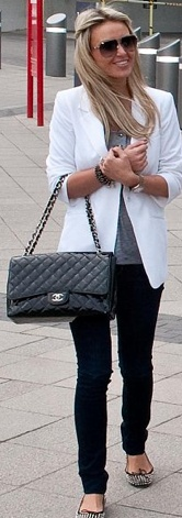 Alex Curran Gerrard...cute & quick White blazer, gray t-shirt, and Black pants. Quilted black purse