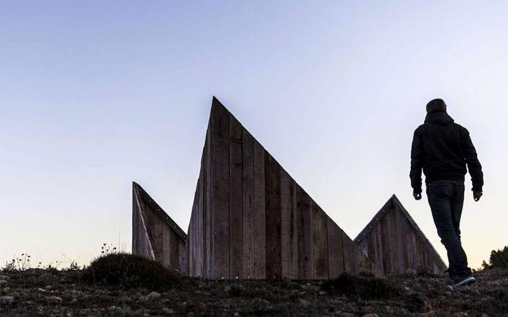 WOODEN CUBE site-specific installation Enclave 2016 (group exhibition) Vistabella, Castellón (Spain). photo by Marino Darés Zapatero