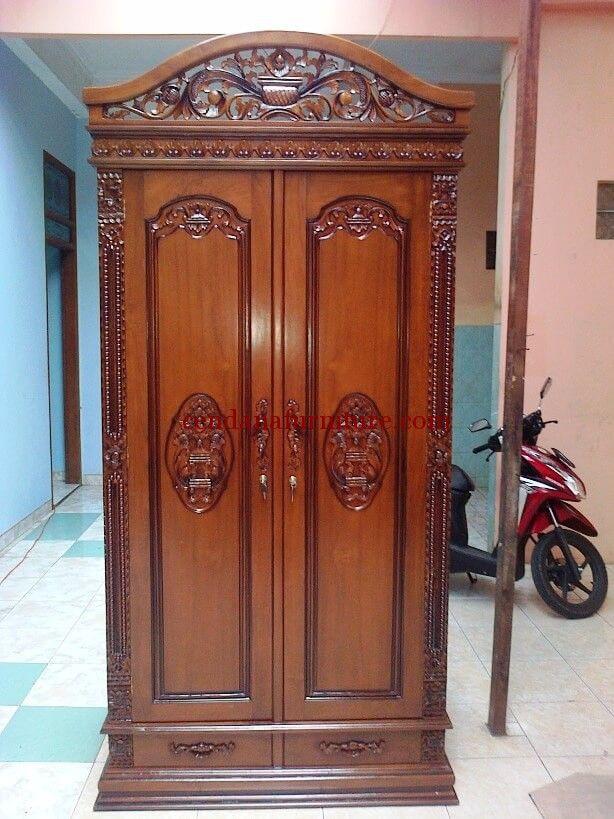 Almari Pakaian Rahwana 2 Pintu terbuat dari material kayu jati dengan variasi ukiran jepara yang sempurna dengan finishing coklat tua yang cantik.