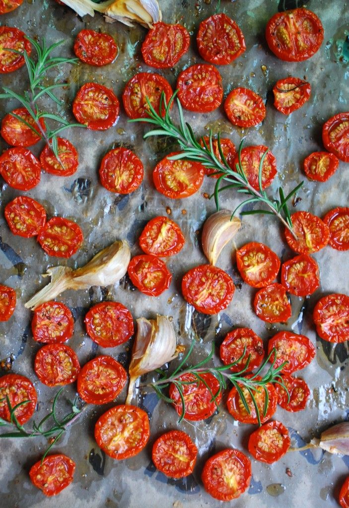 Garlic & Rosemary Slow Roasted Tomatoes - toss in with pasta, spaghetti squash, salads, or on pizzas. Paleo, vegan, gluten free.