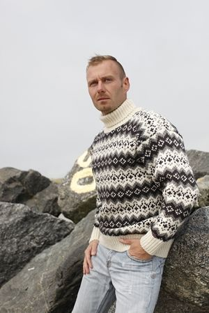 Dess: 6003-306 hvid/koks - Original Islænder Sweater fra NORWOOL af 100% ren ny uld. Af kraftig 3gage strik