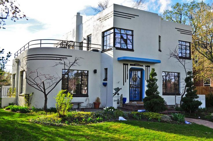 Such a cool art deco home. 1930s